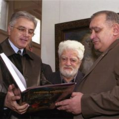 With RA Prime Minister Andranik Margarian at the opening of the exhibition dedicated to the 90th anniversary of Edward Issabekian. Yerevan. 2004