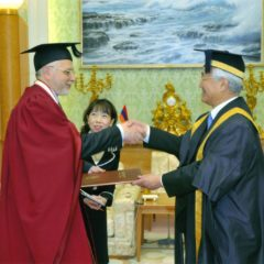 Daysaku Ikedaya is endowed with the title of Honourary Doctor of the Fine Arts Academy. Tokyo. 2010